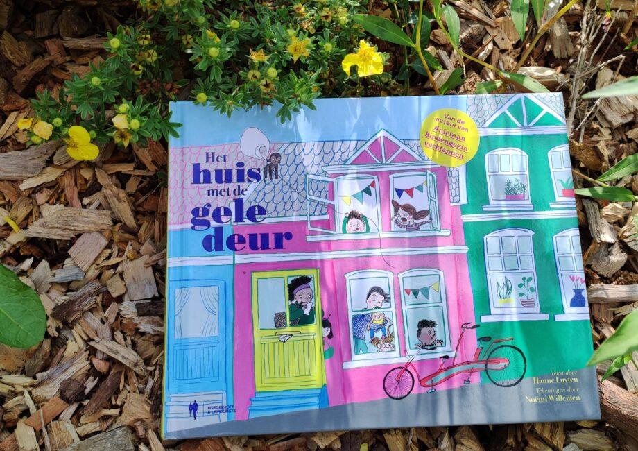 banner boek het huis met de gele deur